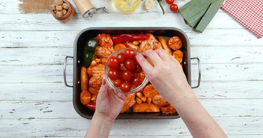 Курячі крильця з овочами в духовці - Це Смак подивитися рецепт