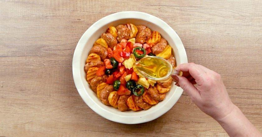 Картопля з котлетами в духовці - Це Смак подивитися рецепт