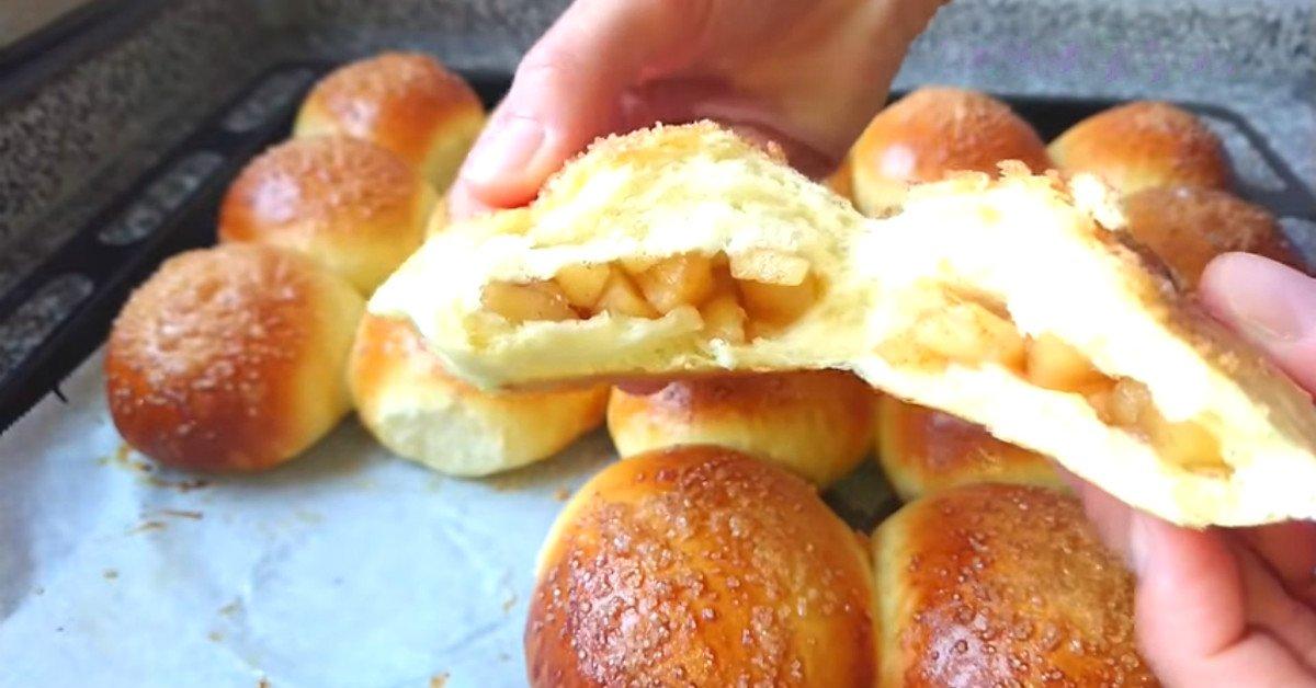 Яблучні булочки на дріжджах
