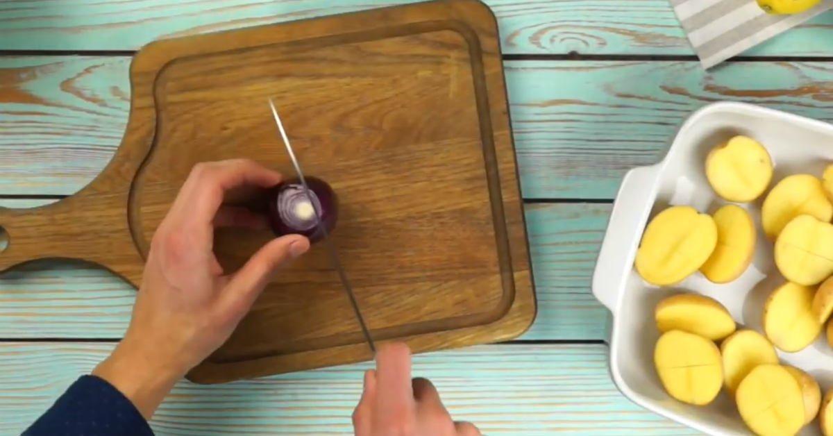Курка з картоплею і лимоном в духовці