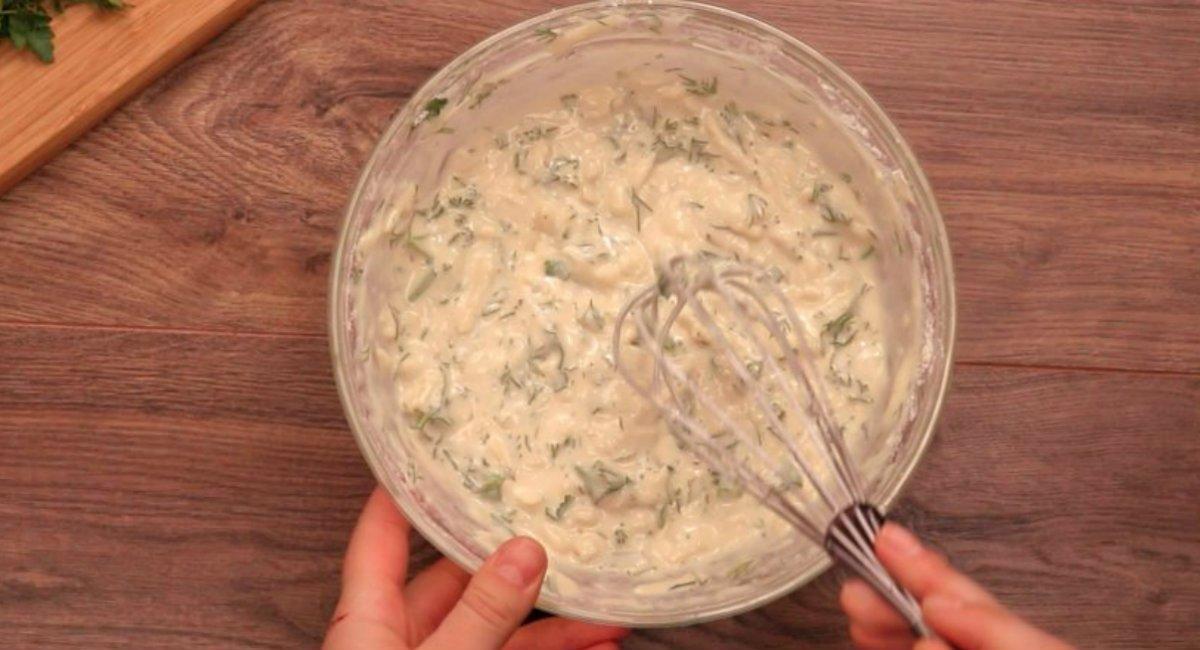 Сирні коржики з зеленню на сковороді