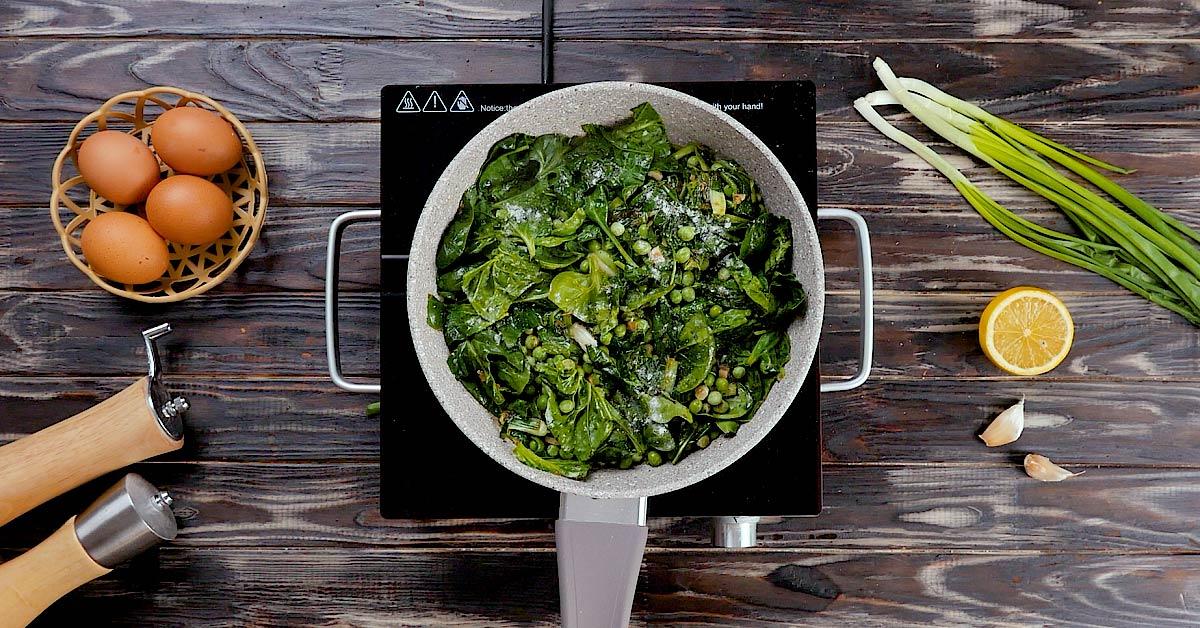 Зелена шакшука зі шпинатом: покроковий рецепт