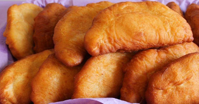 Пиріжки з картоплею і сиром на сковороді подивитися рецепт
