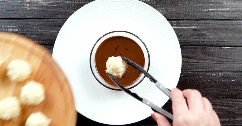 Кокосові кульки в шоколаді подивитися рецепт