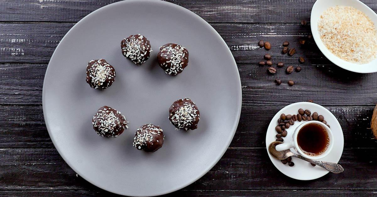 Кокосові кульки в шоколаді