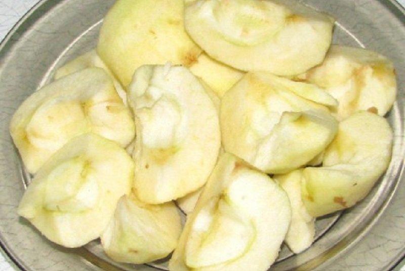 Млинці з карамелізованими яблуками