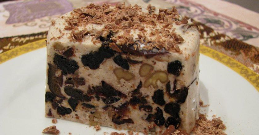 Десерт зі сметани з чорносливом і горіхами подивитися рецепт