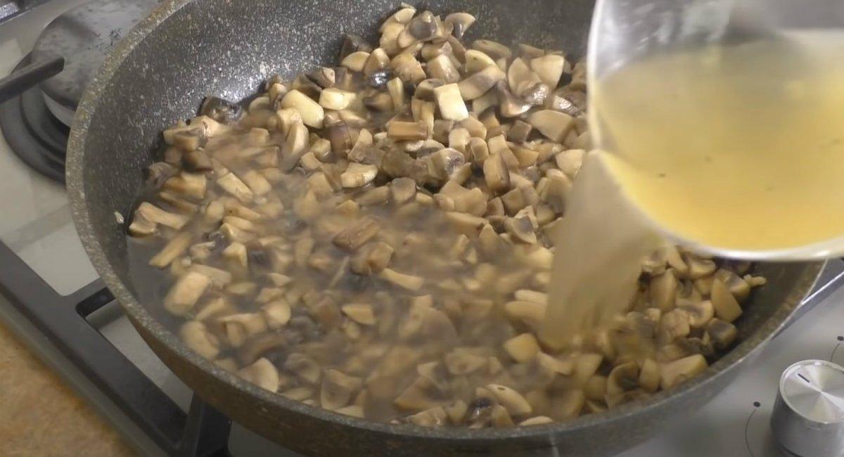 Домашня ковбаса з грибів в пластиковій пляшці