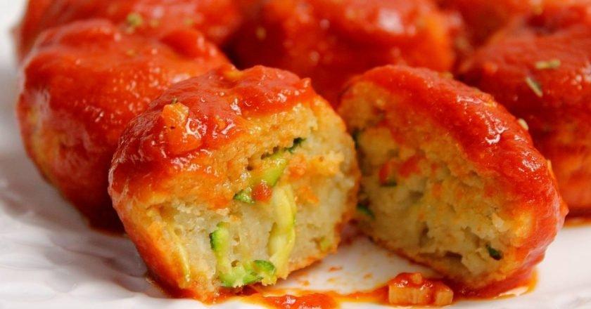 Хлібні кульки з томатним соусом та сиром подивитися рецепт