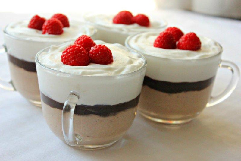 Сирно-шоколадний десерт зі збитими вершками
