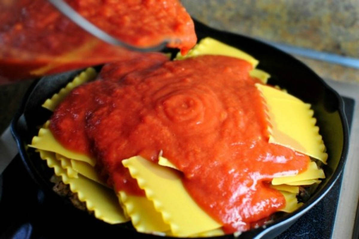 Лазання на сковороді з трьома видами сиру