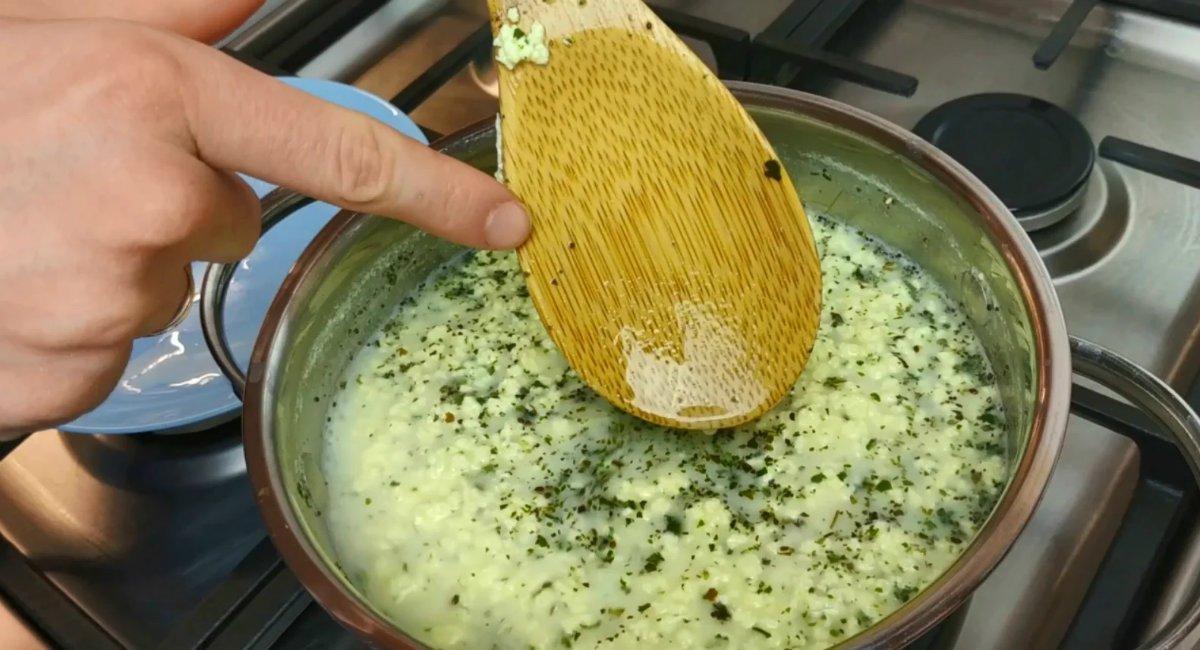 Домашній сир з зеленню за 15 хвилин