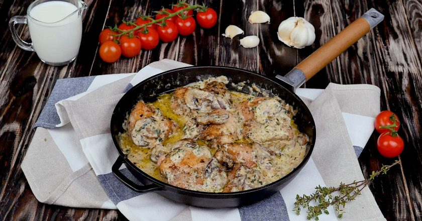 Курячі стегна з грибами та вершками подивитися рецепт