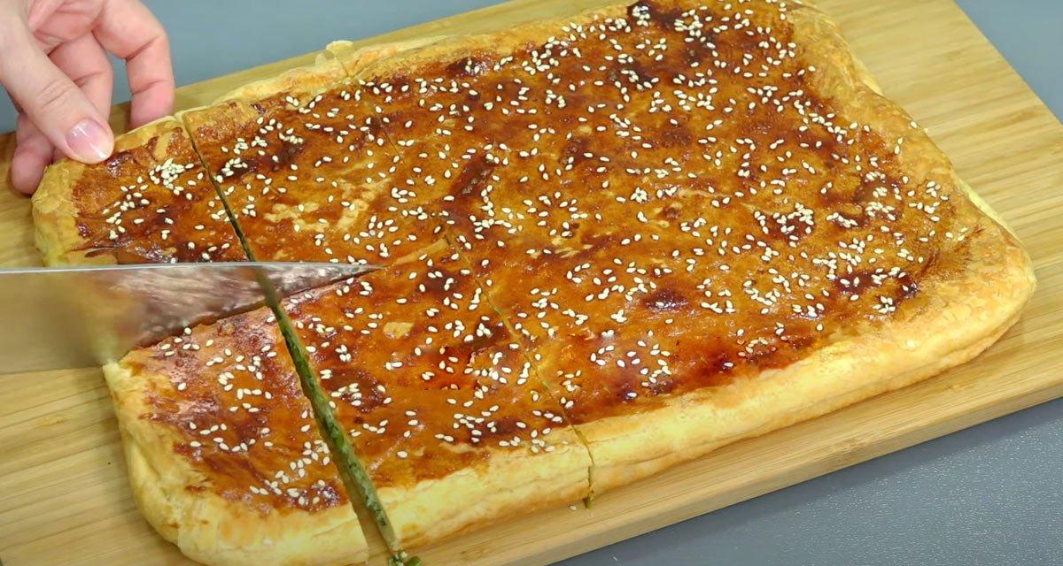 Листковий пиріг з зеленою цибулею
