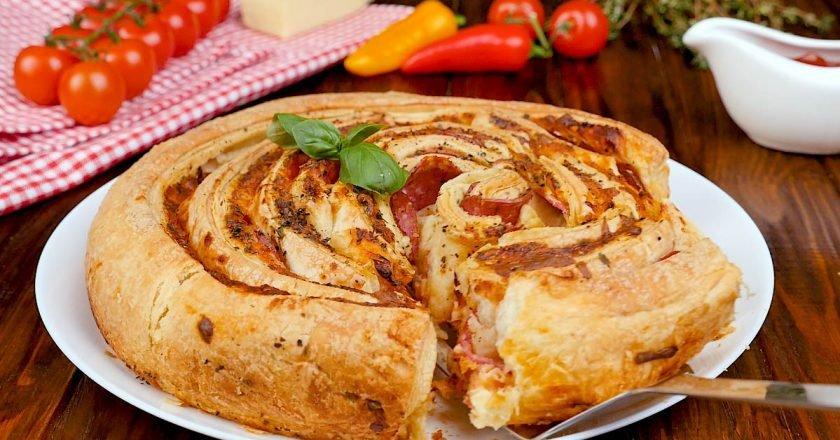 Апетитна піца-рулет з листкового тіста - Це Смак