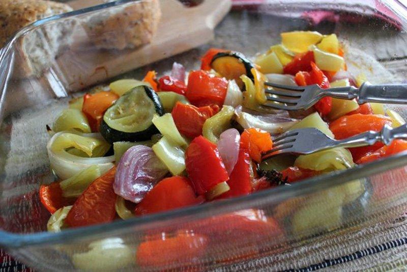 Ароматні овочі в духовці «Три перці»