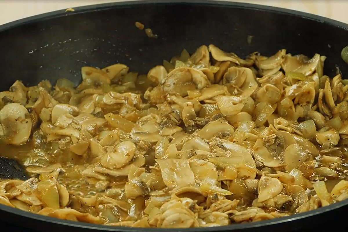 Домашні пиріжки з грибами по-шведськи
